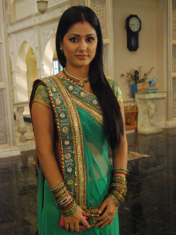 Hina Khan in Gujarati Style Saree